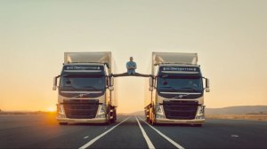 """Glucose"" starring Van Damme doing the splits"